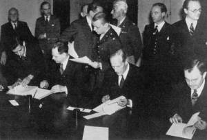 The signing of the agreement of the War Crimes Commission, 8 August 1945 (Source: The Church House)