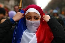 EMD gir tommel opp for et forbud motniqab