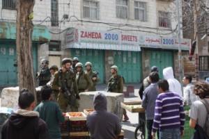 Israelsk militær kontroll i segregerte Hebron. Foto: Privat